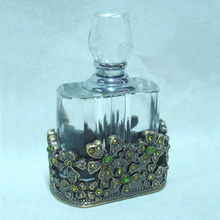 Vintage <span class=keywords><strong>Kristall</strong></span> Parfüm <span class=keywords><strong>Flasche</strong></span> 7 ml mit Messing Grün Stones Jeweled Floral Metall Basis