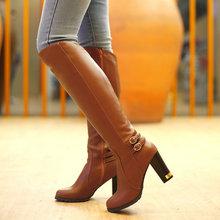 Dámske  topánky na zimu s podpätkom a zipsom