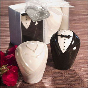 Bride and groom salt and pepper shaker souvenir wedding return gift