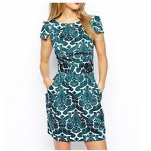 Letní dámské šaty s barevným vzorem
