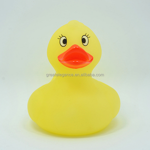 Cheap Custom 10cm Yellow Plastic Vinyl Floating Rubber Bath Duck Huge Squeeze Toys