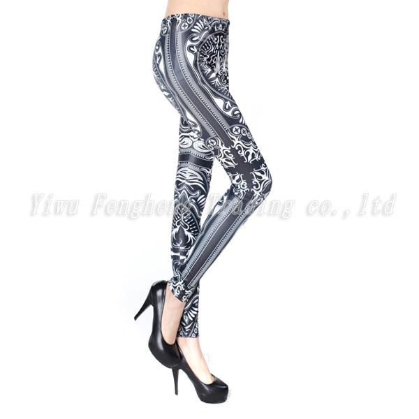 Black and white palace restoring ancient ways design leggings