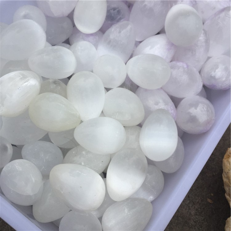 Cheap price natural polished white and orange selenite minerals hearts/eggs/spheres crystal palm stone for wholesale
