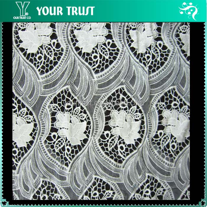 White Flower Transparent Tail Jacquard 100% Polyester Fabric