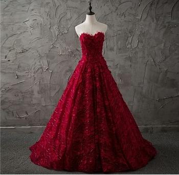 57689e5ae Vintage elegante sin tirantes vestido de noche 2018 nuevo vestido rojo  apliques de tul vestido de