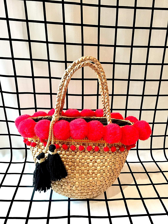 Pom Pom Straw Bag,Straw Bag with Pom Pom,Straw Bag,Handwoven Straw Totes,Straw Tote Bag,Straw Basket Bag,Straw Basket Tote,Straw Handbag, Straw Basket Purse,Market Straw Bag,Straw Bag Pom Pom