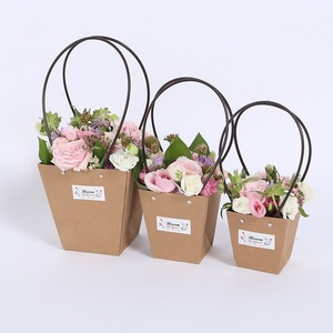 DIY luxury elegant paper gift rose boxes hot stamping foil for fresh acrylic flower lily takeaway packaging box kraft handle