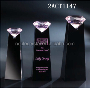 custom design high quality best selling crystal award trophy with pink diamond