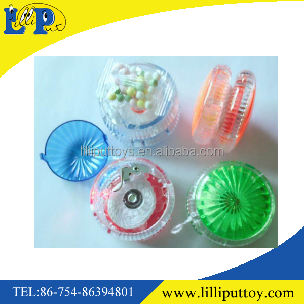 Interesting promotional gift plastic candy toy yoyo ball