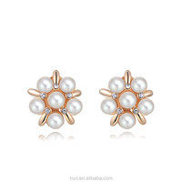 ROXI Elegant Pearl Flower Ladies Earrings Fine Quality Rose Gold Plated Diamond Bridal Ear Stud