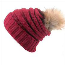 Groothandel Fancy Vrouw Acryl Solid Colour Warme Gebreide <span class=keywords><strong>Winter</strong></span> Pom Pom Beanie Hoed