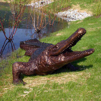 Realistic Alligator Sculpture Bronze Casting Life Size Crocodile Garden  Statue
