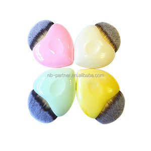 Wholesale new product plastic heart shape makeup / eye shadow / concealer brush