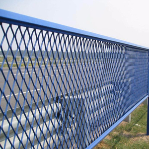 Expanded metal mesh fence with high corrosion resistance and beautiful appearance