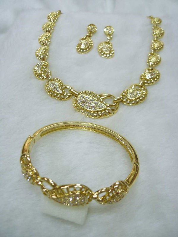 Classic Gold Jewelry Set