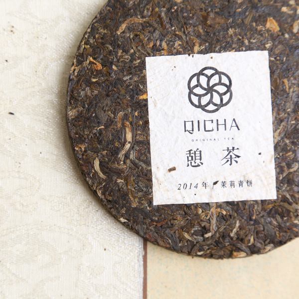 100 grams of flowers and plants in yunnan tea cake