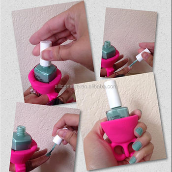 The Silicone Wearable Nail Polish Holder In Spa