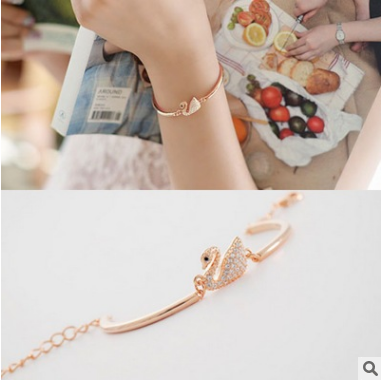 <strong>Fashionable</strong> rose gold super - flash swan bracelet Japan and South Korea edition simple personality wild cute bracelet ornerments