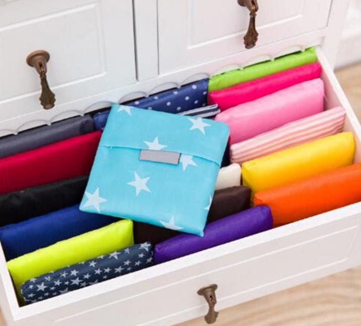 Sacos de compras reusáveis dobráveis de nylon baratos amigáveis do rolo do Tote de Ripstop de Eco com malote / saco de compras dobrável
