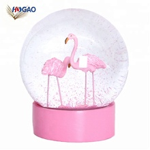 OEM goedkope roze glitter sparkly sneeuwstorm <span class=keywords><strong>water</strong></span> bal souvenir Flamingo sneeuwbol