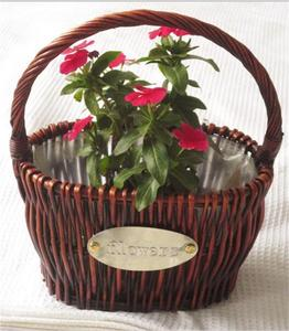 Natural willow oval shaped large wicker baskets with plastic liner and handle