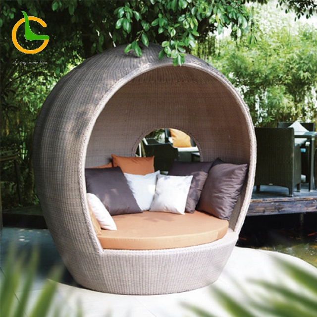 Liyoung comfortable waterproof barcelona hotel beach round rattan outdoor daybed with canopy