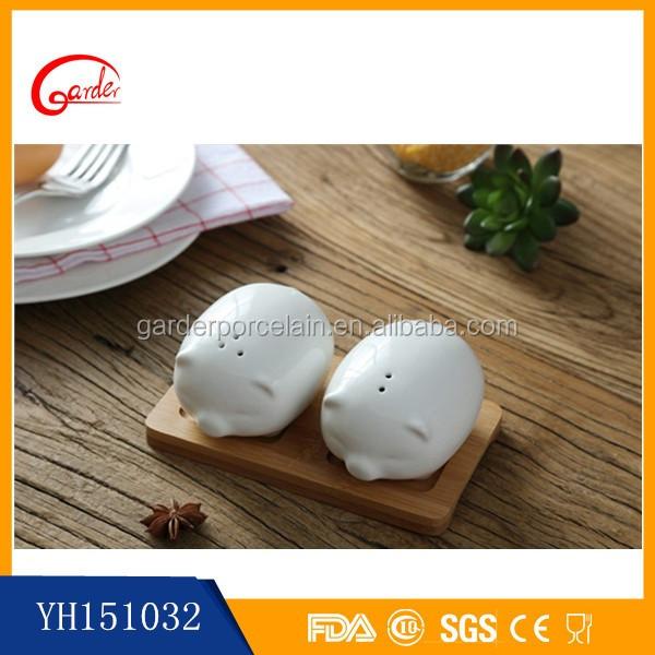 Blanco utensilios de cocina de cer mica lindo sal y for Utensilios de cocina de ceramica