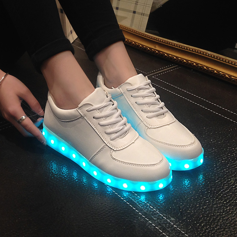 9.5, Black Kids Shoes 2017 With Light Boys Girls Sports Shoes LED Lighted Flash Male Female Sneakers Baby Fashion Sneakers Shining Boots