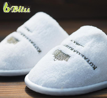 H6 White hotel slippers with embroid customized logo