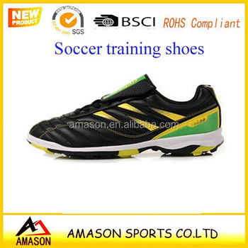 Super soccer stars like the latest youth soccer training shoes indoor shoes  running on football games