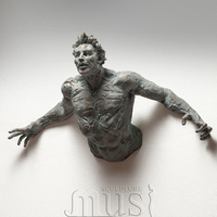 China Wholesale Famous Abstract Bronze Man on Wall Sculpture