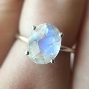 Wholesale High Quality 925 Sterling Silver Oval Blue And Rainbow Moonstone Engagement Rings