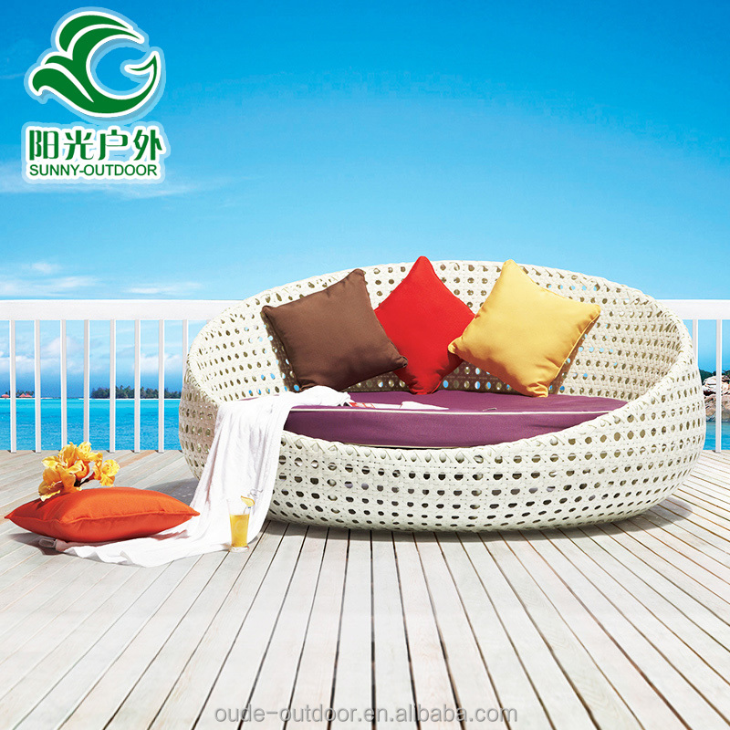 Modern outdoor swing bed for sale/round rattan bed /rattan hanging bed with cushion