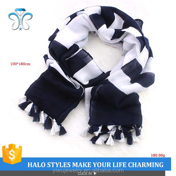 Good Sale Black And Wither Bevel Scarf Neck Scarf With Tassel Halo S085-010