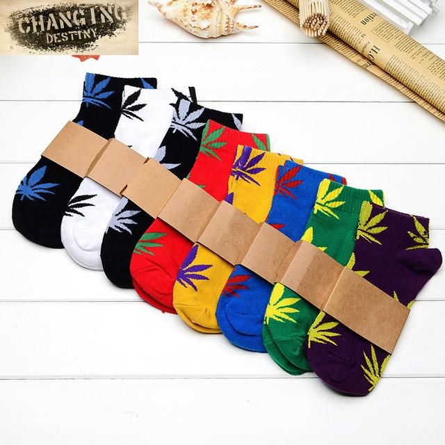 a8a74b81b19 Hommes Femmes Coton Sport Court Marijuana Chaussette Printemps Fièvre Marijuana  Feuille Cannabis Cheville Équipage Chaussettes ...