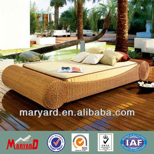 Garden furniture daybed rattan chaise lounge