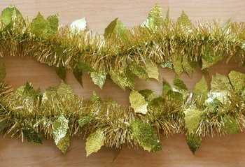 270cm christmas gold tinsel garland with green sulphur holly leaves
