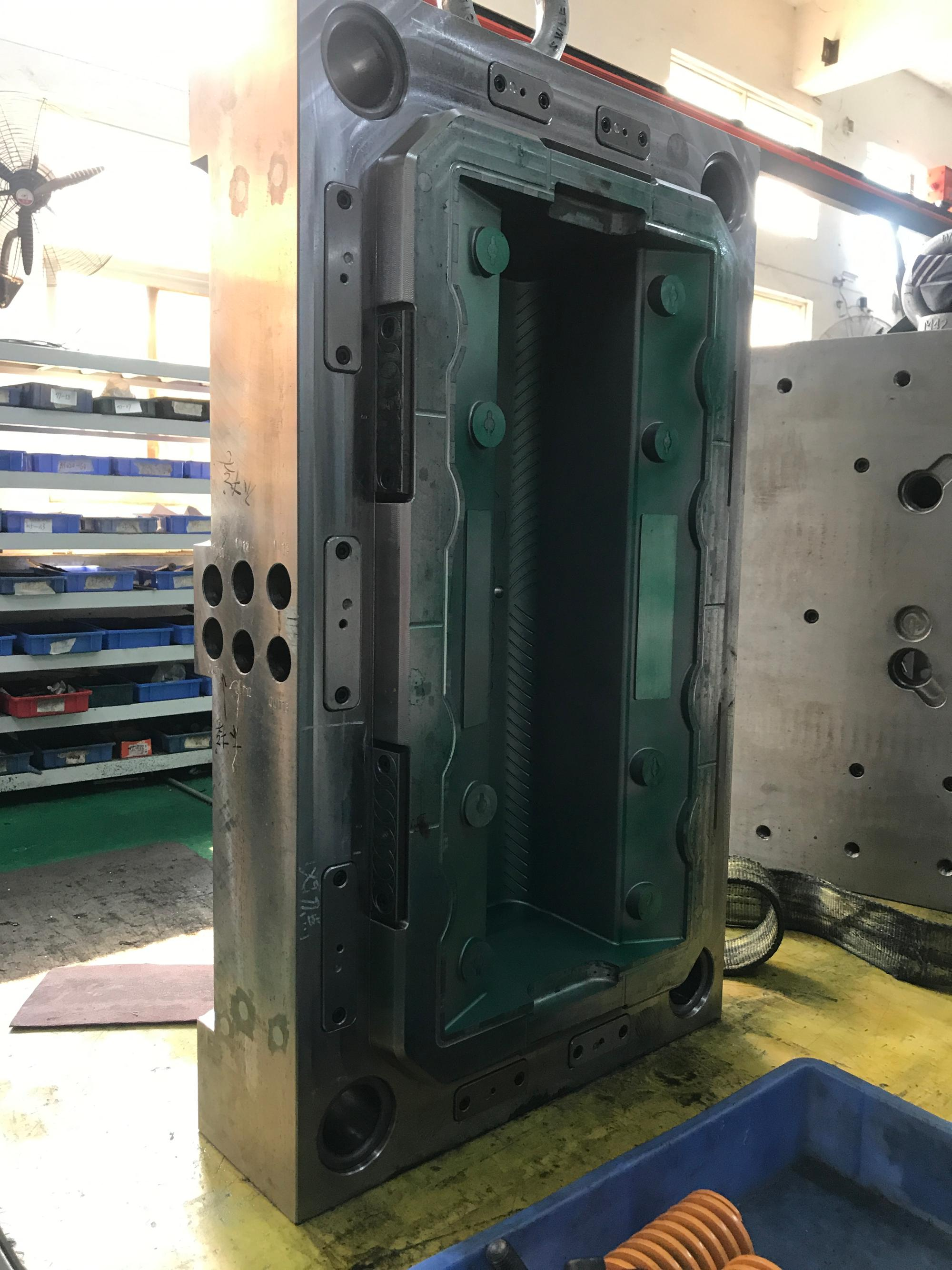 plastic mold maker die makers in china injection molding machine