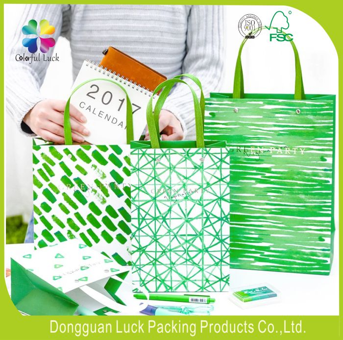 Innovated Green Printing Glossy Laminated Art Paper Gift Bags Customized With Wide Flat Handles