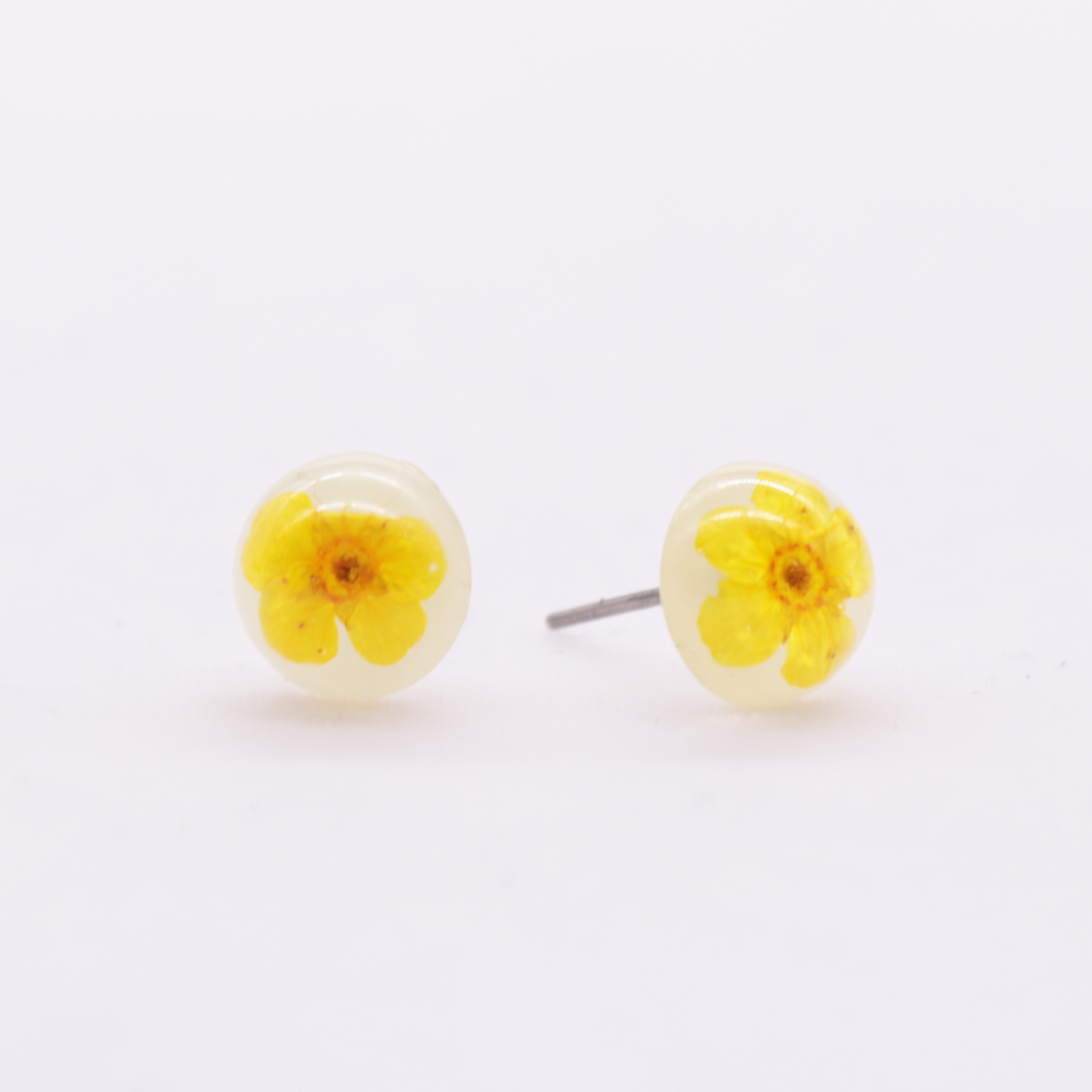 Fashion 2018 Yellow Pressed Flower Piercing Earrings Luminous Studs Ear Stud Fashionable Design Boys Mens Earring
