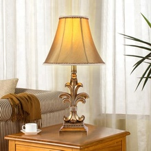 Hot sales modern luxurious gift parlour LED resin table lamp