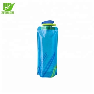 New fashion plastic sports foldable water bottle with carabiner for travelling