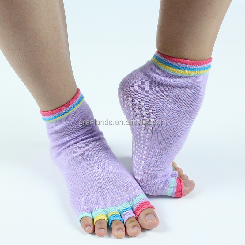 Non Slip Yoga Socks , Fitness Exercise Toeless Socks for Pilates Barre Home Gym with Non Slip Massage Silicone Dot for Women