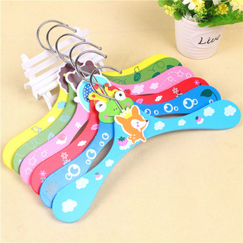 Fashion beautiful custom cute personalized wooden clothes hanger for children