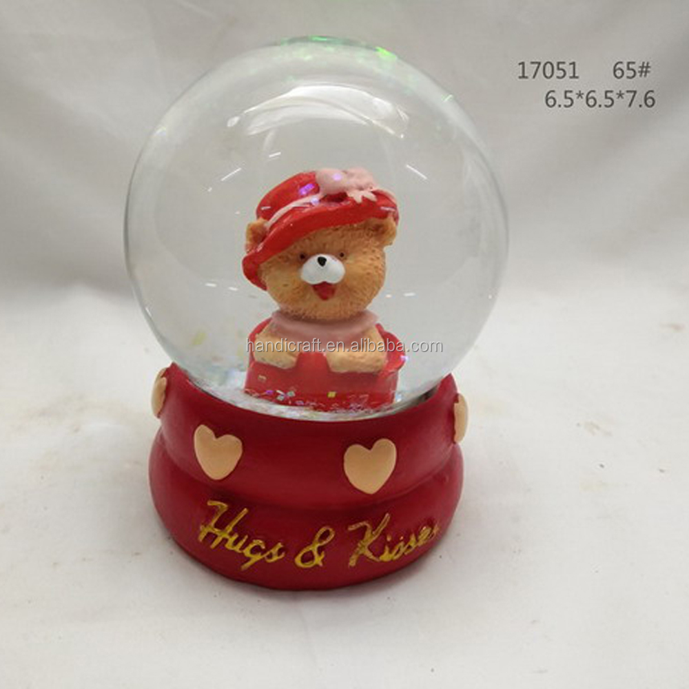 2020 Cute custom resin snow water globe souvenir for wedding gift