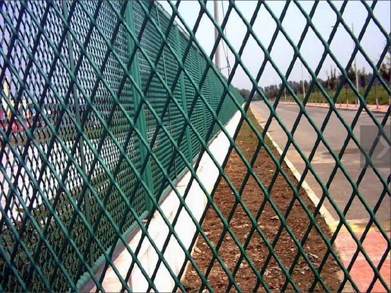 Roadway expanded mesh warning barrier