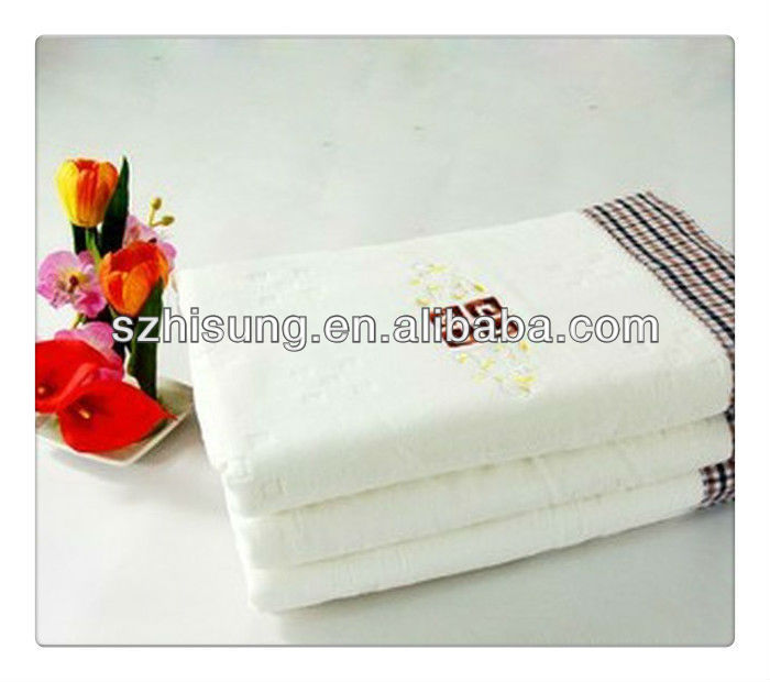 Cotton velour bath towel with embroidery logo and decorated border