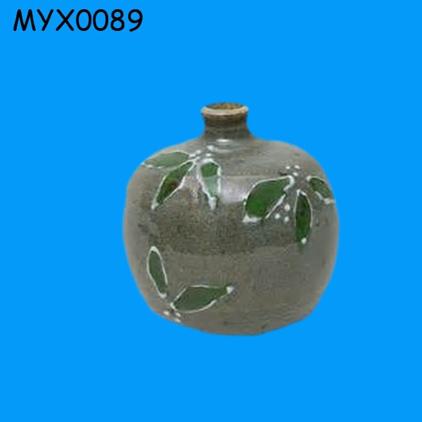 Novelty Small trail decorated black mountain clay vase with green leaf