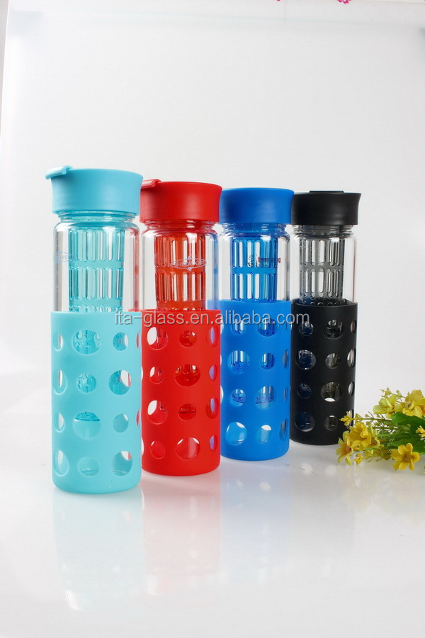 550ml OEM pyrex Glass water Bottle With Silicone Sleeve (red/blue/black) and lid Of Anticollision