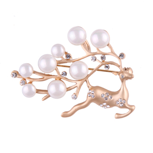 ew Luxury Simulated Pearl Deer Brooches Women Pins Up Gold Color Clip Animal Brooch Scarf Buckle Accessory